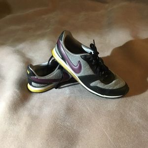 Women's NIKE sneakers maroon & yellow accents